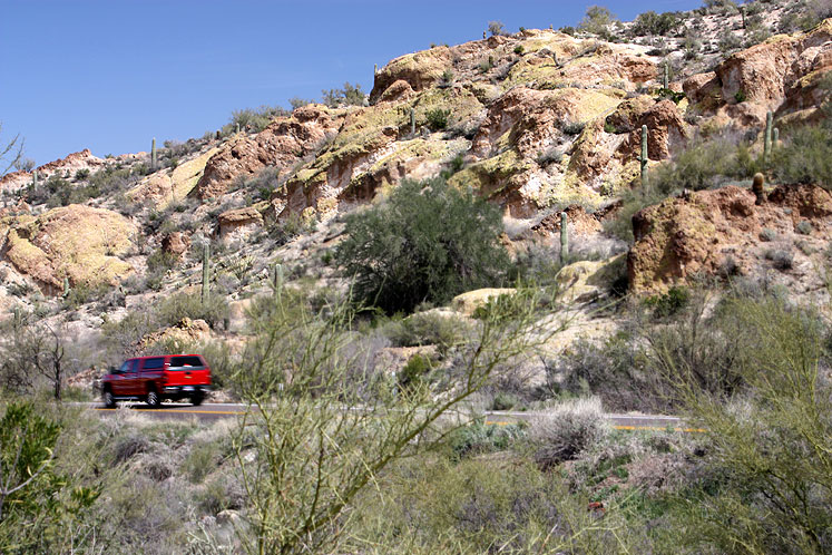 World Travel Photos :: USA - Arizona - Apache Trail :: Arizona. A car is going through Apache trail