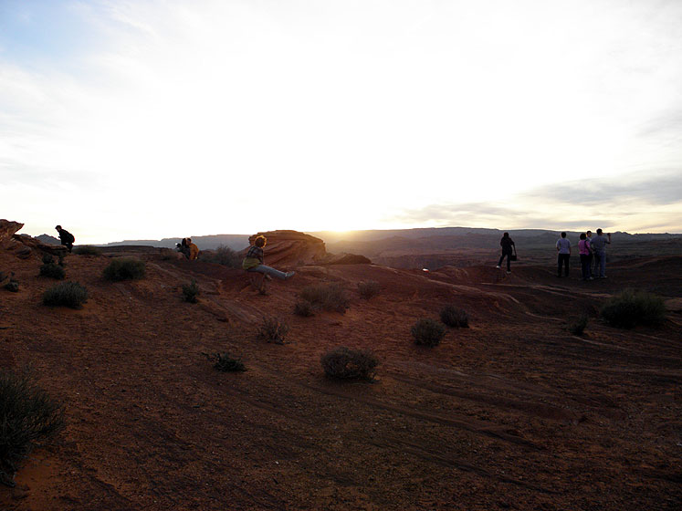 World Travel Photos :: Sunset Hunters :: Arizona. Horseshoe Bend - people gathered to enjoy a sunset