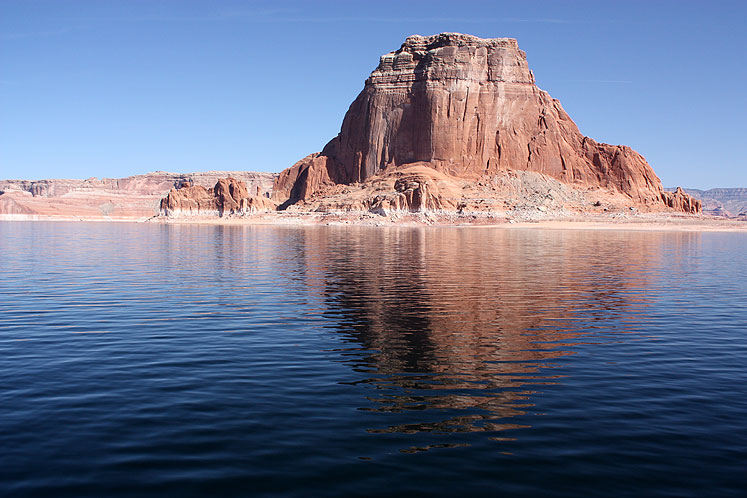 World Travel Photos :: USA - Arizona - Lake Powell :: Arizona. Lake Powell. Red rock with reflection