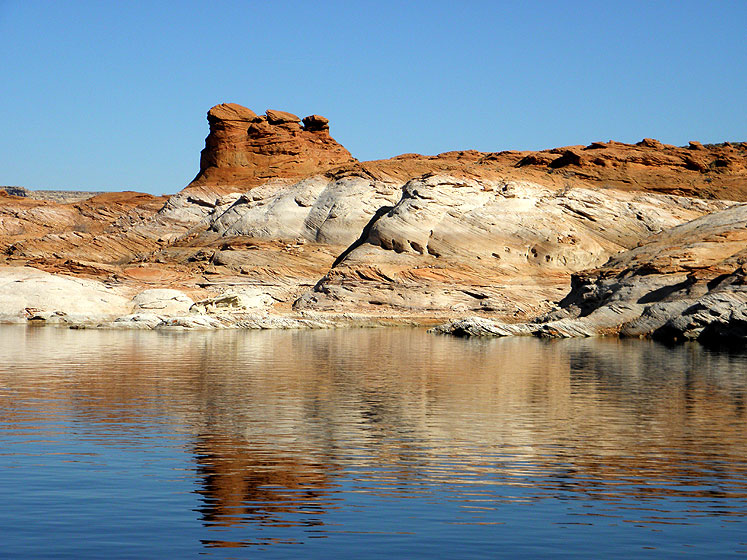 World Travel Photos :: USA - Arizona - Lake Powell :: Arizona. Lake Powell - a peculiar shape of the landscape along the lake
