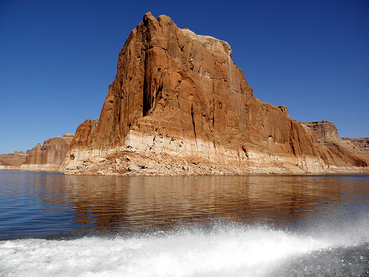 World Travel Photos :: USA - Arizona - Lake Powell :: Arizona. Lake Powell red rocks along the shore