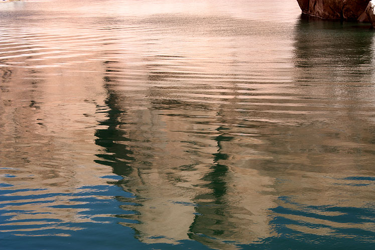 World Travel Photos :: USA - Arizona - Lake Powell :: Arizona. Lake Powell - reflections of the shoreline