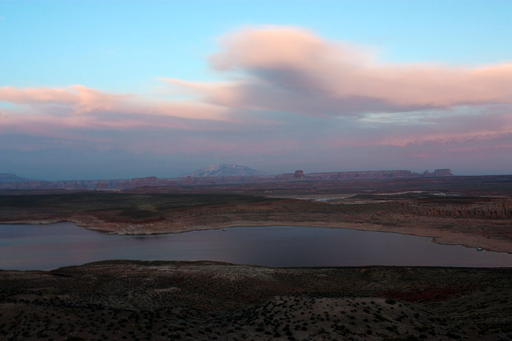World Travel Photos :: USA - Arizona - Lake Powell :: Arizona. Lake Powell - thick clouds are coming to the lake at the end of the day