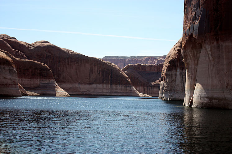 World Travel Photos :: USA - Arizona - Lake Powell :: Arizona. Still water at Lake Powell