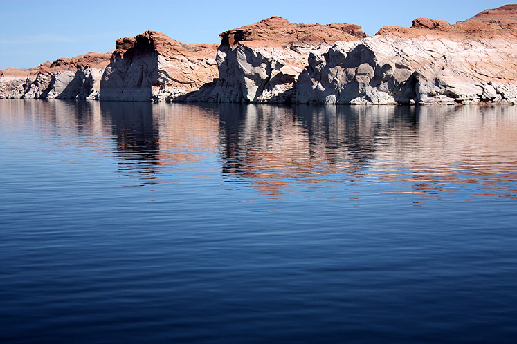 World Travel Photos :: USA - Arizona - Lake Powell :: Arizona. Lake Powell - rocks along the lake