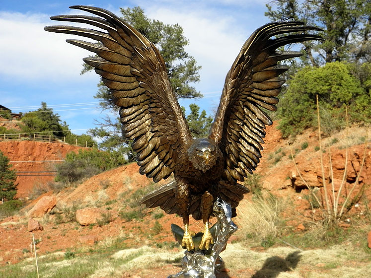 World Travel Photos :: USA - Arizona - Sedona :: Sedona - an eagle sculpture