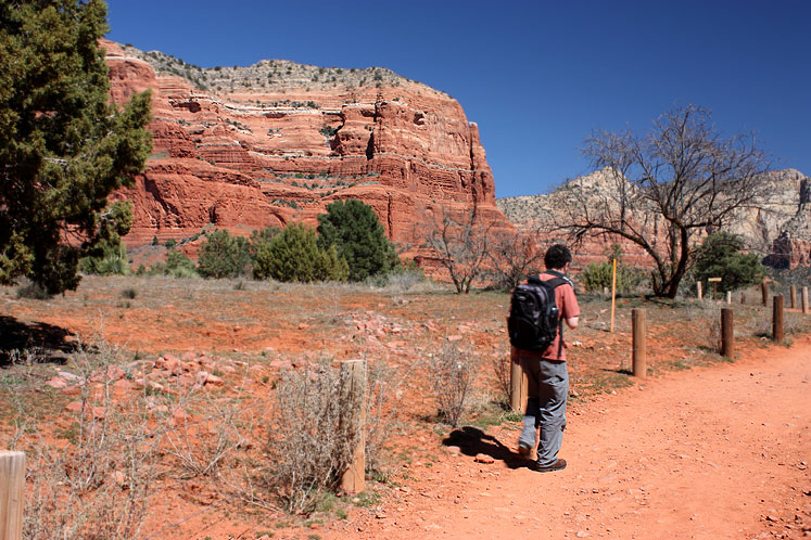 World Travel Photos :: USA - Arizona - Sedona :: Arizona. Sedona - a path through the red mointains