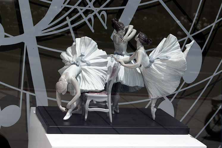 World Travel Photos :: Shop-Windows  :: Beverly Hills -  a shop-window on Rodeo Drive