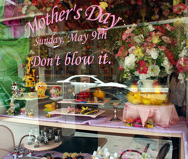 World Travel Photos :: Shop-Windows  :: Beverly Hills - a shop-window decorated for the Mother´s day