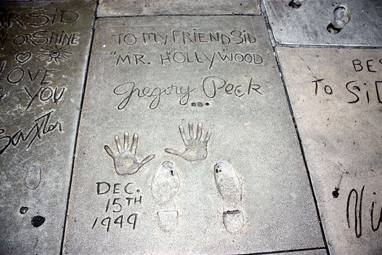 World Travel Photos :: USA - California - Hollywood :: Hollywood. Gregory Peck´s handprints and footprints