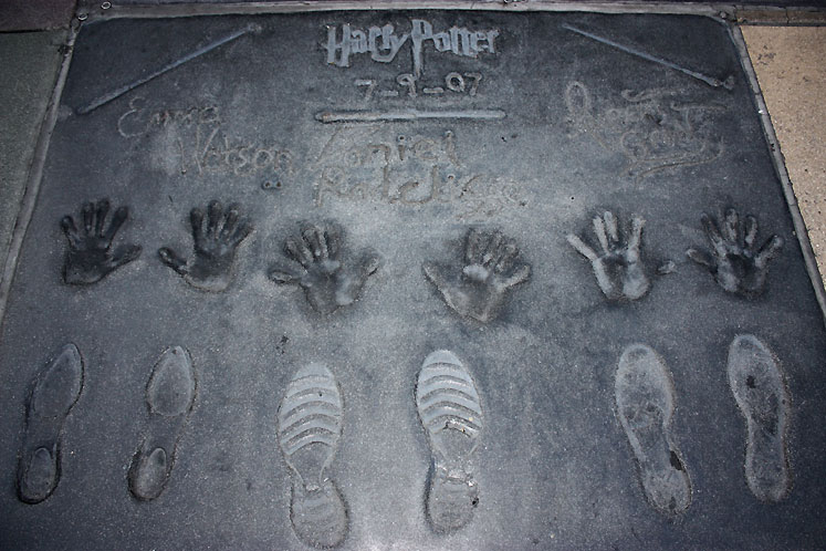 World Travel Photos :: USA - California - Hollywood :: Hollywood. Footprints and handprints of Harry Potter stars