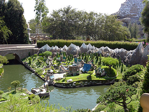 World Travel Photos :: AlexFut :: Disneyland. Magic river boat tour