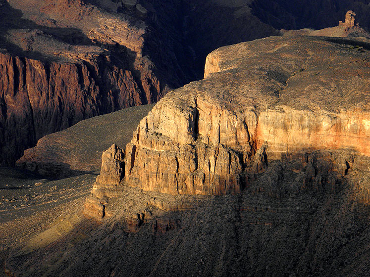World Travel Photos :: USA - Arizona - Grand Canyon :: A sunlit rock in Grand Canyon