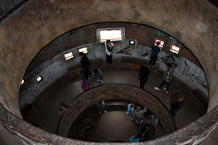 World Travel Photos :: USA - Arizona - Grand Canyon :: Arizona. Grand Canyon - tourists inside the watchtower