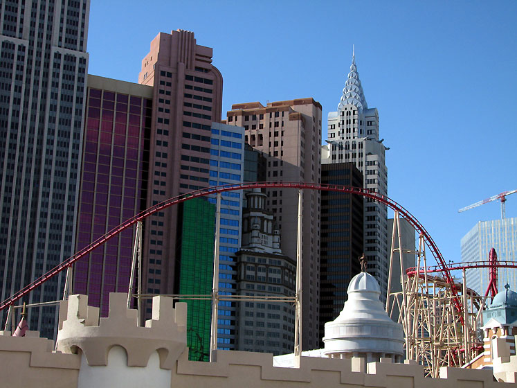 World Travel Photos :: Hotels :: Las Vegas. New-York New-York - a roller coaster