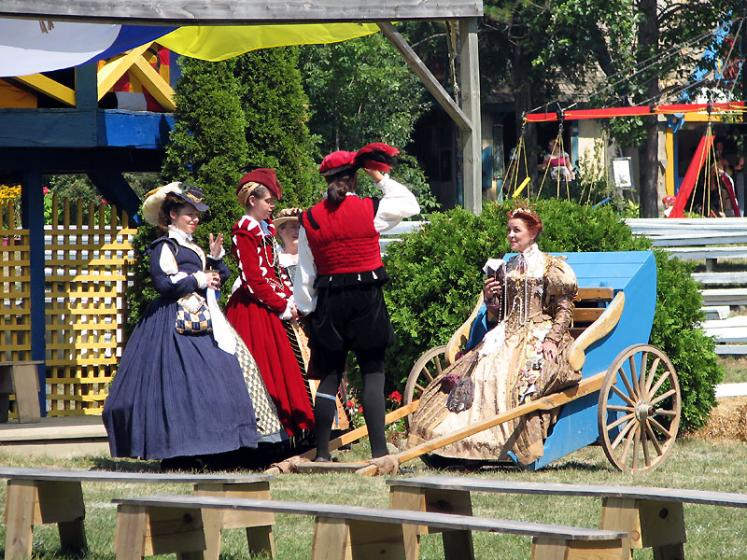 World Travel Photos :: USA - Michigan - Renaissance Festival  :: Michigan. Renaissance Festival - a queen is chatting with waiting ladies
