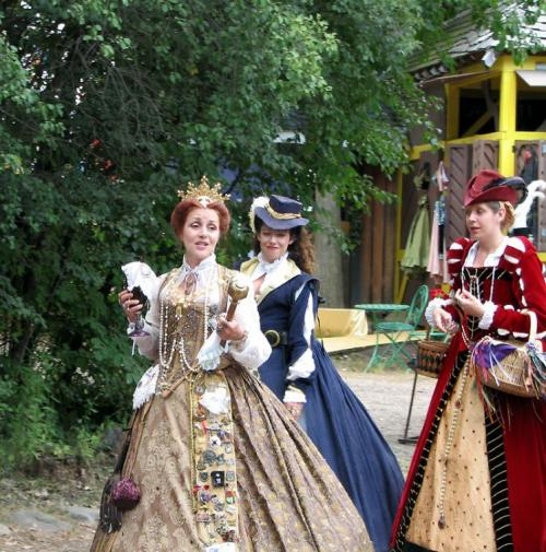 World Travel Photos :: Costumes :: Michigan. Renaissance Festival - a Queen and her entourage