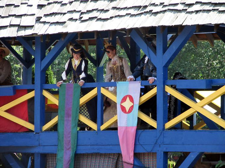 World Travel Photos :: USA - Michigan - Renaissance Festival  :: Michigan. Renaissance Festival - queen is watching the fight