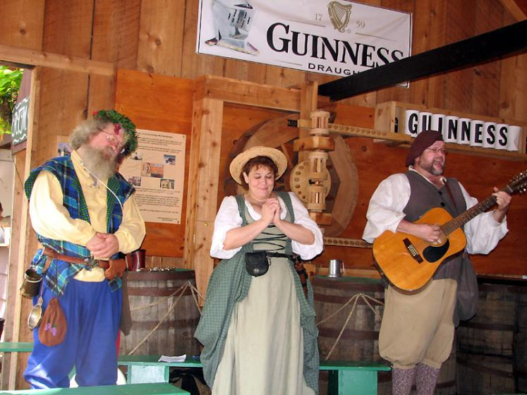 World Travel Photos :: USA - Michigan - Renaissance Festival  :: Michigan. Renaissance Festival - happy songs