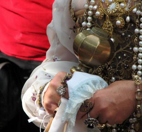World Travel Photos :: Costumes :: Michigan. Renaissance Festival - rings of the Queen