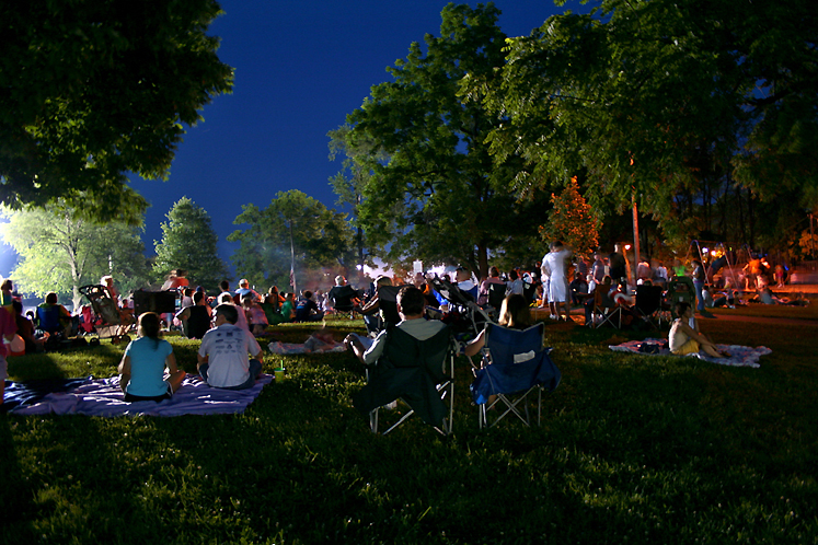 World Travel Photos :: USA - Misc :: Indiana. Greenwood - waiting for the fireworks