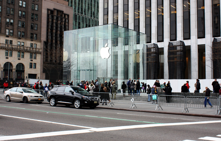 World Travel Photos :: Shops :: New York City. Apple store on 5th Avenue