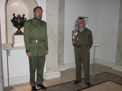 World Travel Photos :: Madame Tussauds Мuseum :: New York City. Мadame Тussaud´s Мuseum - Fidel Castro and Yaser Arafat