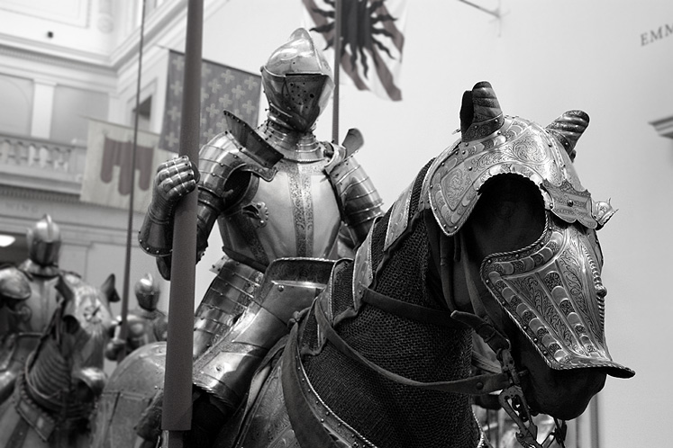World Travel Photos :: Military Theme :: New York City. Metropolitan Museum of Arts - a knight at the Arms and Armor exhibit