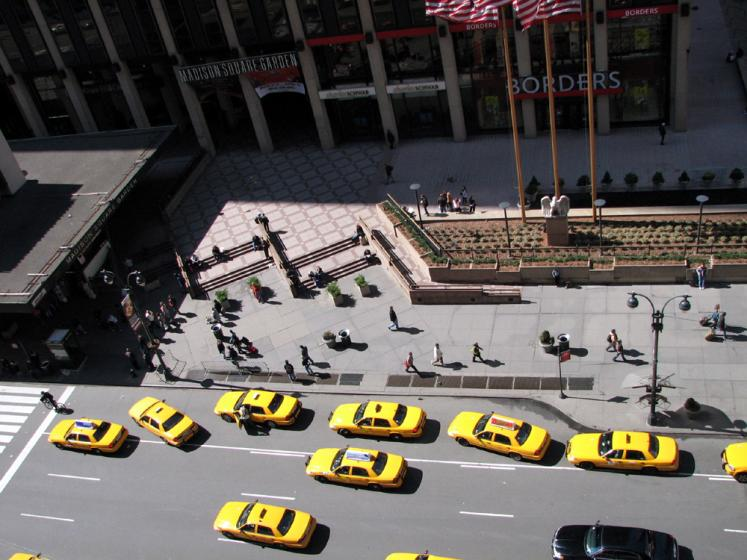 World Travel Photos :: City life - random scenes :: New York. Yellow taxi cabs - view from the window of hotel