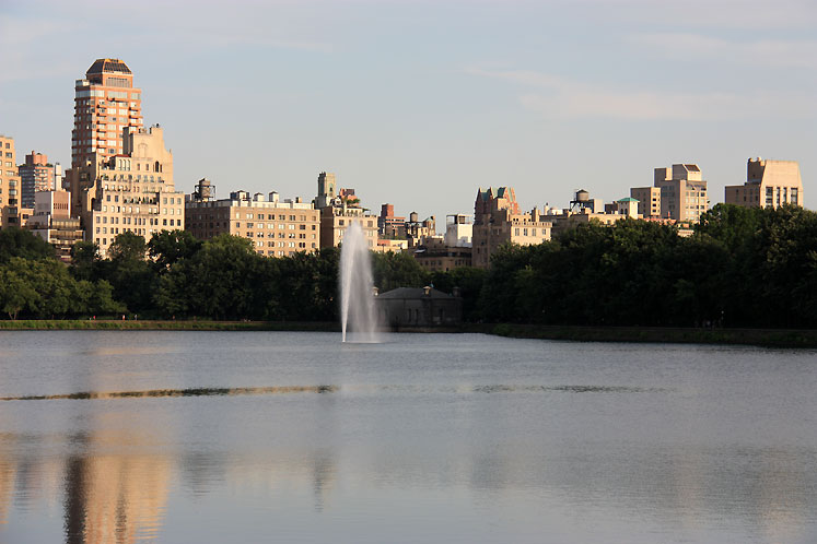 World Travel Photos :: USA - New York City :: NYC. A fountain in the pond in Central Park