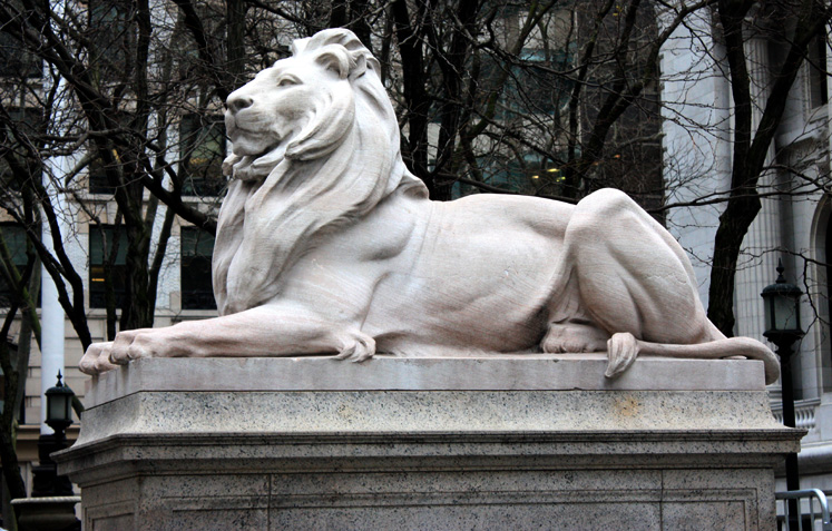World Travel Photos :: USA - New York City :: NYC. A lion in front of the Public Library on Fifth Avenue
