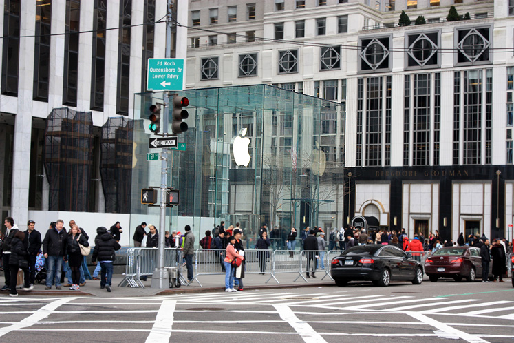 World Travel Photos :: USA - New York City :: NYC. Apple store on 5th ave.