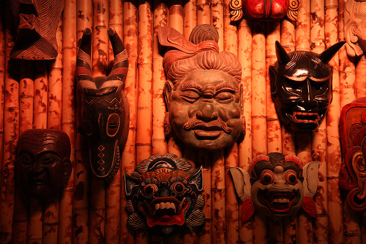 World Travel Photos :: Jekyll and Hyde Club :: NYC. Jekyll and Hyde Restaurant - evil masks on the wall