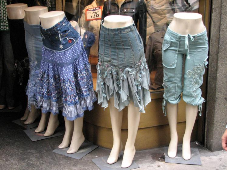 World Travel Photos :: Billboards and shop windows :: New York City. Buy a skirt!