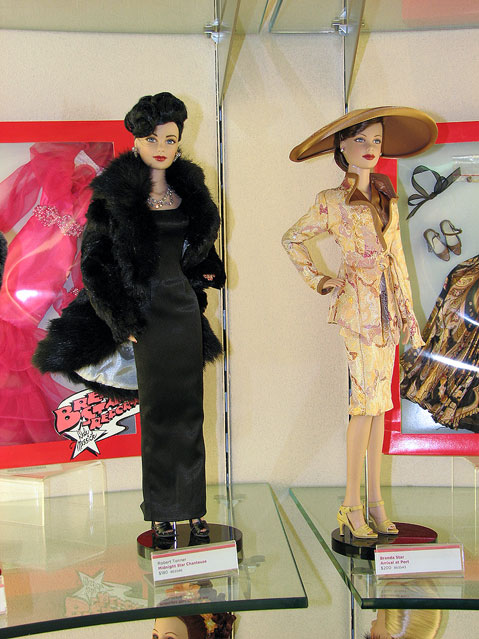 World Travel Photos :: FAO Schwarz :: New York City. Dolls in FAO Schwarz