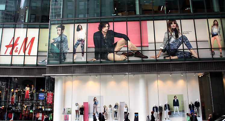 World Travel Photos :: 5th Avenue :: New York City. H&M at 5th Avenue