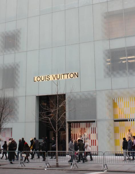 World Travel Photos :: 5th Avenue :: New York City. Louis Vuitton store on 5th Ave.