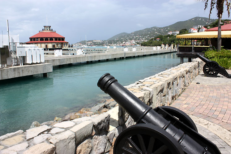World Travel Photos :: USA - Virgin Islands :: US Virgin Islands. St. Thomas - cannons in the harbor