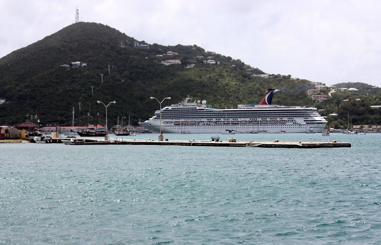 World Travel Photos :: USA - Virgin Islands :: US Virgin Islands - St. Thomas - a cruise ship in the harbour