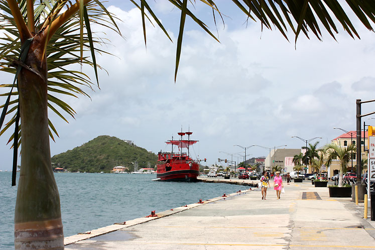 World Travel Photos :: USA - Virgin Islands :: US Virgin Islands - a harbour view in St. Thomas