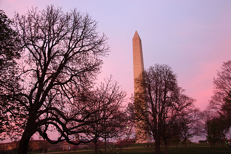 World Travel Photos :: visitor :: Early sunset above Washington Monument in Washington, DC